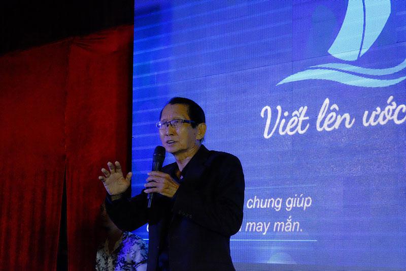 Nhạc sĩ Đài Phương Trang, Ông thể hiện ca khúc Hai Mùa Noel do chính Ông sác tác