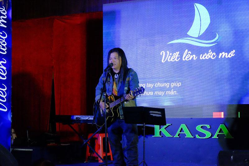 Nhà báo Rocker Phan Hoàng Thái