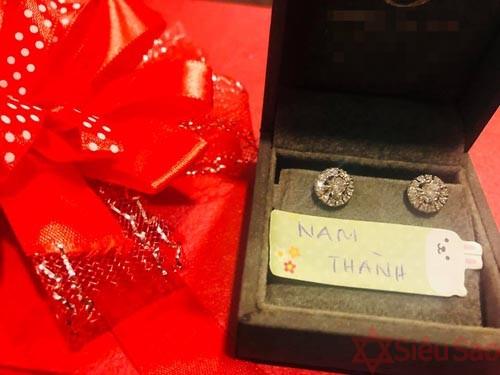 Vợ mới của Nam Thành khoe kỷ vật của bà nội tặng