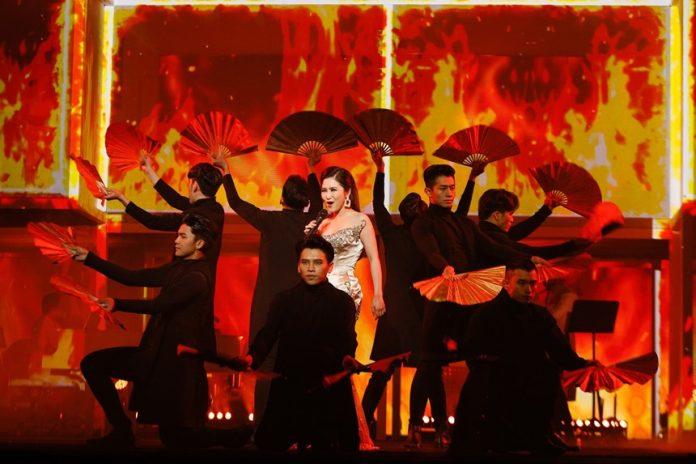 Hương Tràm bùng cháy trong live show đầu tiên