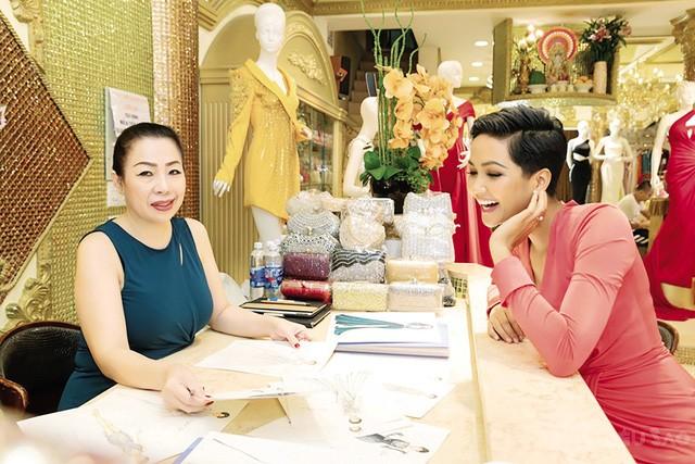 """Nhà thiết kế Linh San: """"Tôi chiều theo ý của H'Hen Niê"""""""
