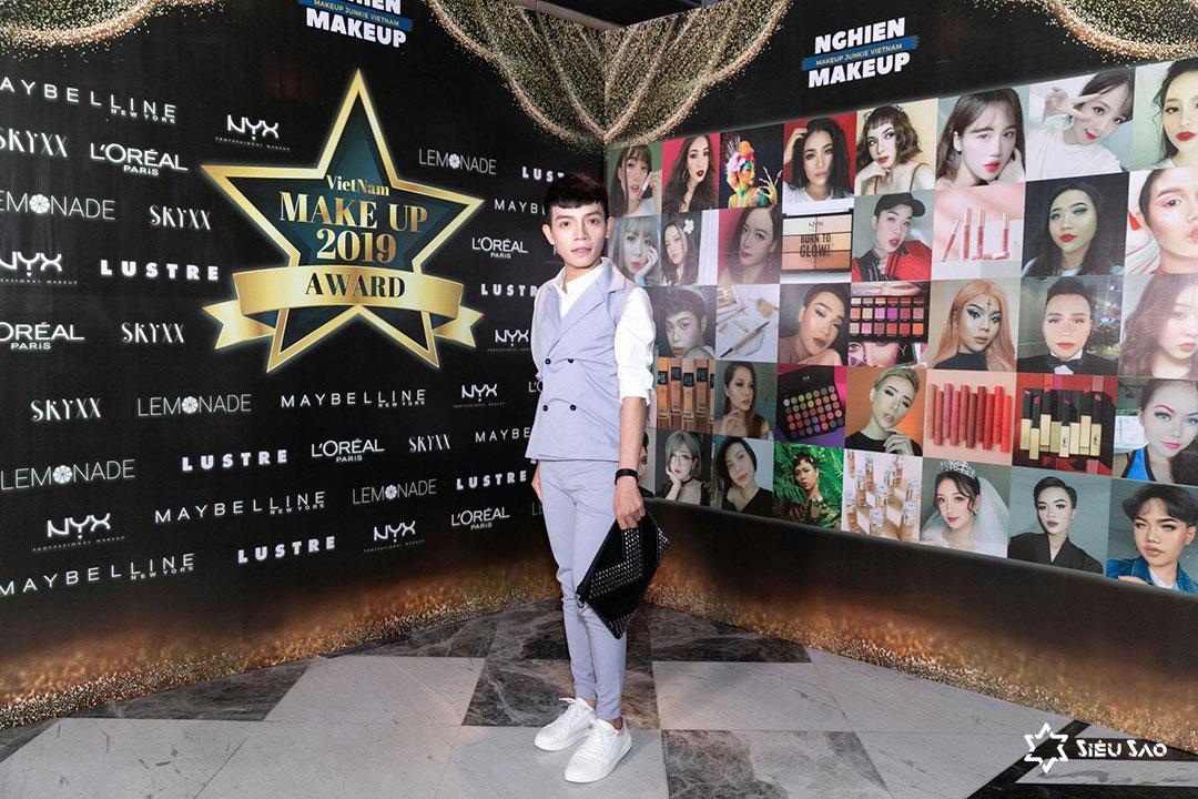 Trần Lâm tham gia 1 buổi trao thưởng trong ngành makeup