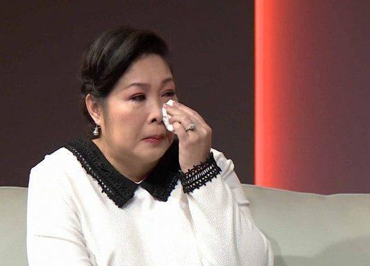 NSND Hồng Vân khóc nghẹn vì hoàn cảnh của 3 mẹ con.