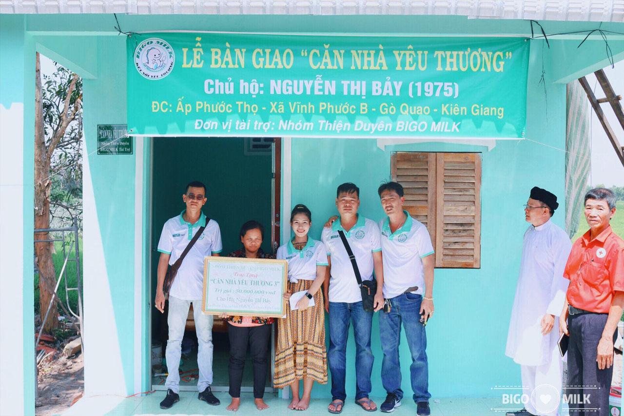 Huyền Mi cùng nhóm xây nhà tình thương
