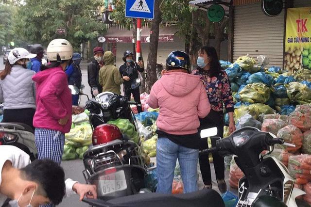 Nam MC thu mua và tổ chức phiên chợ nông sản 0đ