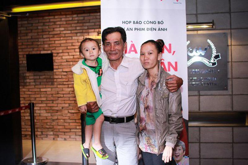 Gia đình Thuong Tin trong buổi ra mắt dự án nghệ thuật