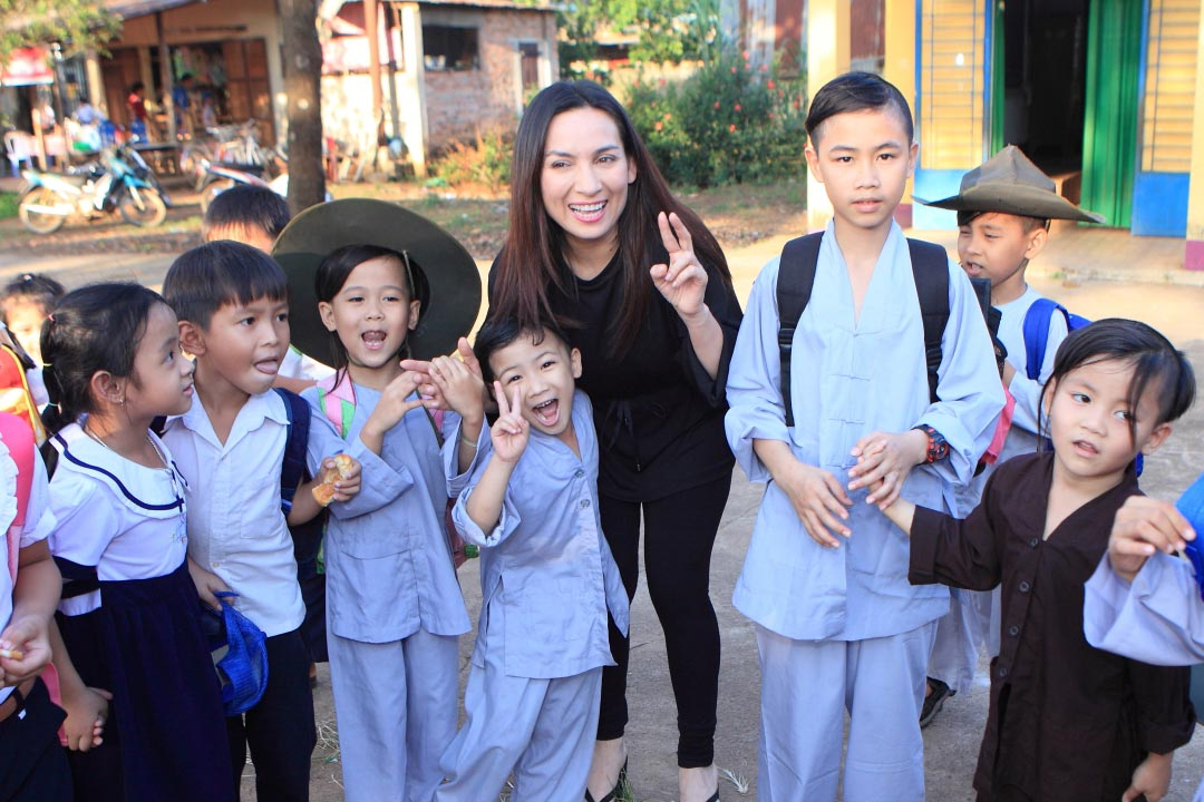 Phi Nhung hiện có 23 đứa con, tỏng đó duy nhất một cô con gái là do ca sĩ sinh ra