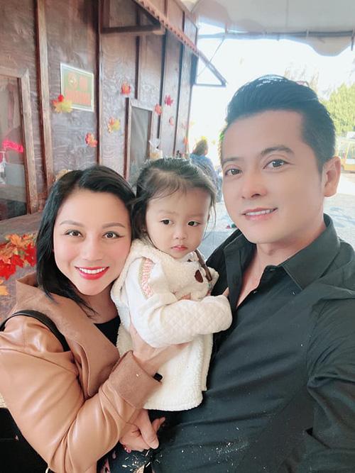 Khoảnh khắc hạnh phúc của gia đình diễn viên Gạo nếp gạo tẻ khi chưa ly hôn