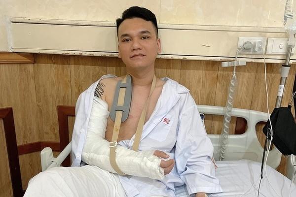 Khắc Việt hậu phẩu thuật