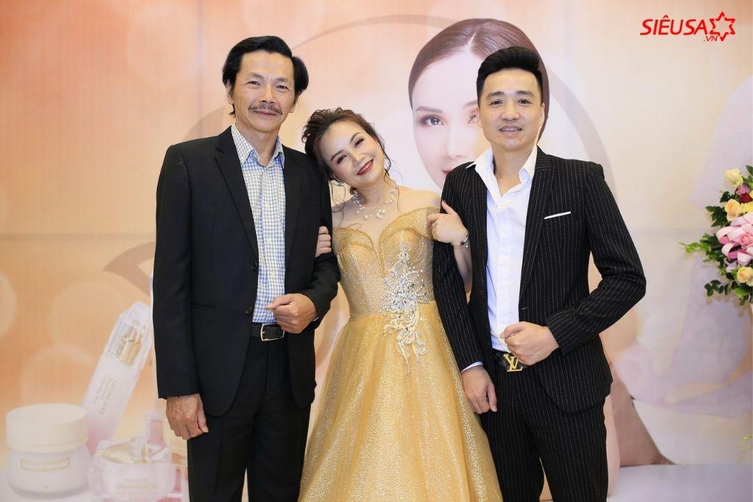 Hoàng Yến là diễn viên quen thuộc trong nhiều dự án truyền hình như Về nhà đi con, Hương vị tình thân...