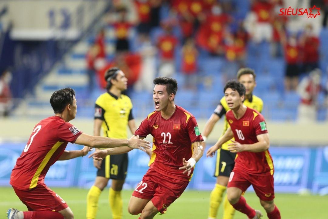 Tiến Linh ghi bàn mở tỉ số 1-0 ngay hiệp 1
