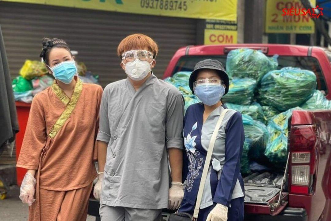 Đại Nghĩa và Nhật Kim Anh ủng hộ lương thực, thực phẩm cho người dân khó khăn mùa dịch