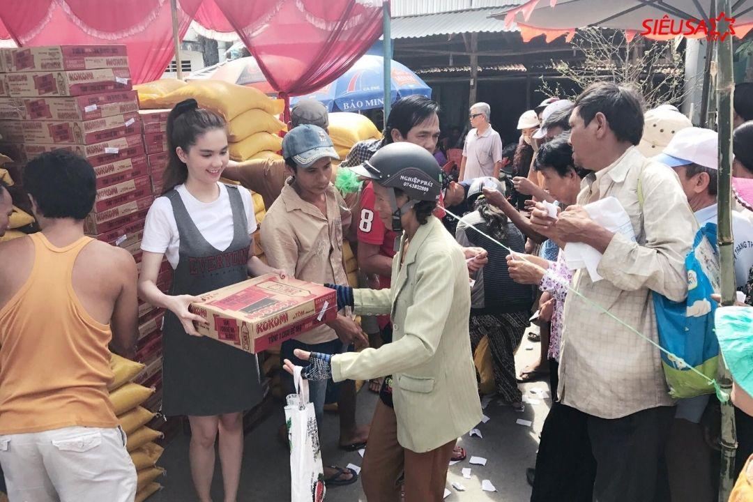 Ngọc Trinh hỗ trợ người dân Trà Vinh gặp khó khăn