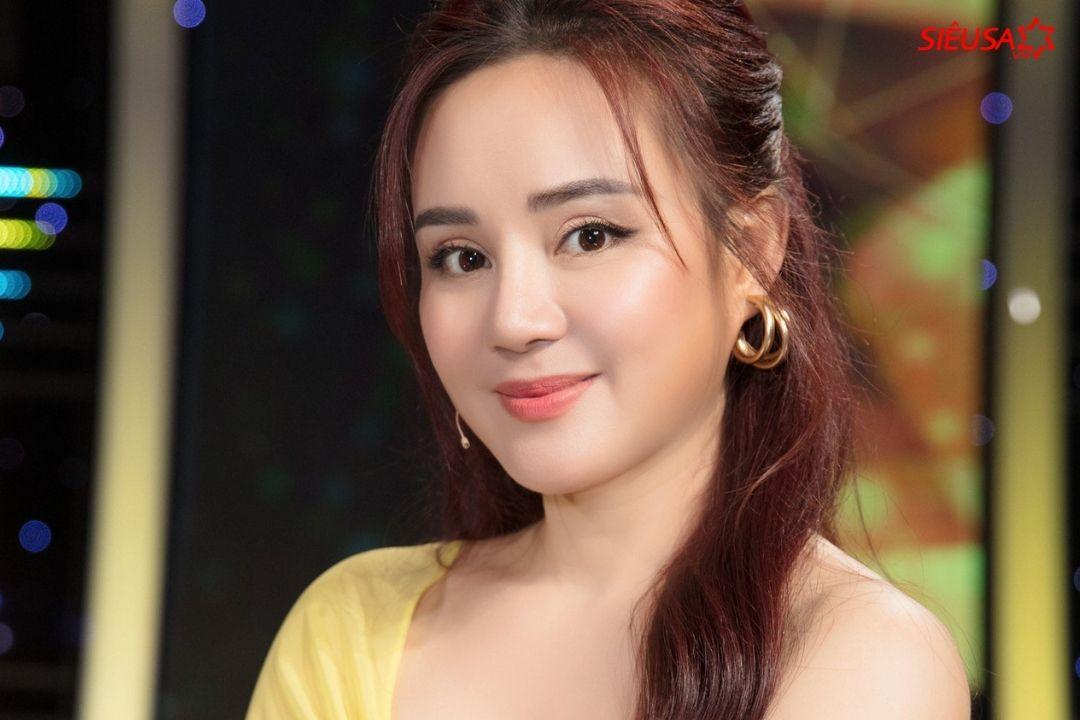 """Ca sĩ Vy Oanh cũng là cái tên khá """"hot"""" suốt thời gian qua khi vướng vào chuyện đấu tố qua lại với một số nhân vật"""